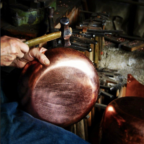 hand_hammering_copper_cookware_italian_workshop