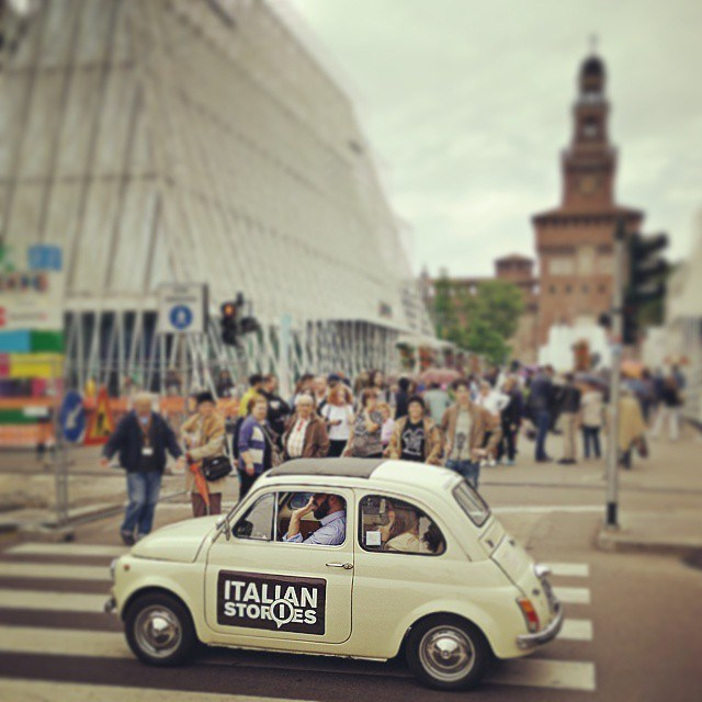 Italian_stories_with_their_fiat_500_in_front_of_milan_expo_gate