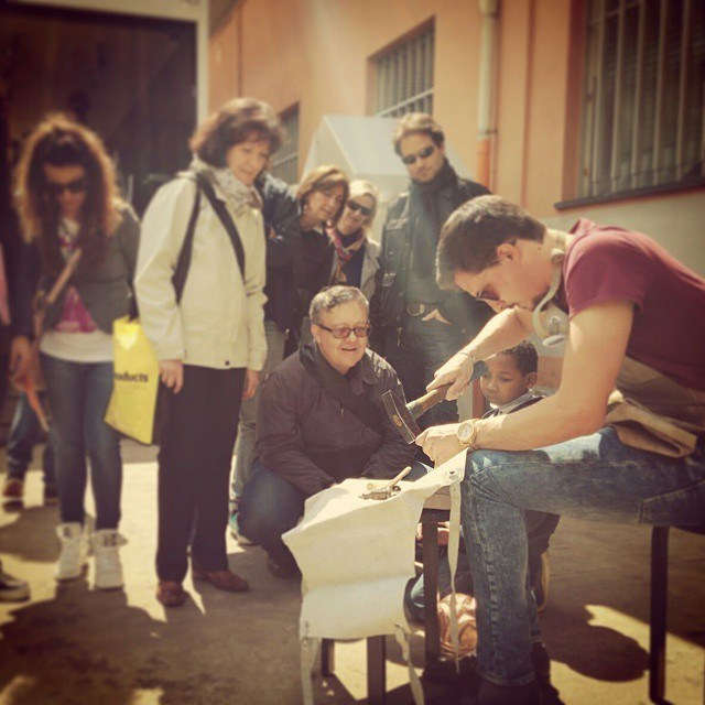 italian_stories_artisan_coppersmith_working_during_fuorisalone